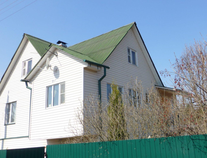 Реконструкция дома с надстройкой мансарды третьим фронтоном и отделкой сайдингом