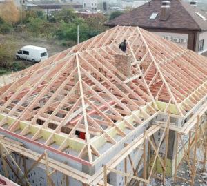 Монтаж трёхскатной крыши